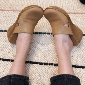 vintage tommy hilfiger leather camel clogs / mules